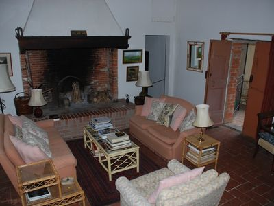 Lucignano farmhouse rental - Living Room with walk-in Fireplace