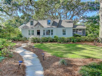 Charming and Stylish Family Friendly Retreat on James Island!