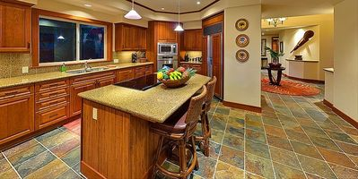 Mauna Lani house rental - Large Kitchen Island