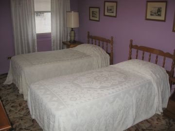 Purple room - 2 twin beds