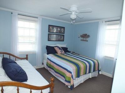Narragansett cottage rental - Bedroom 3. Queen bed with futon.