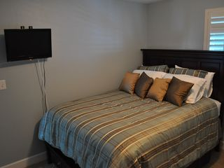 Gulf Shores condo photo - Queen bed and wall mounted flat screen TV in second bedroom
