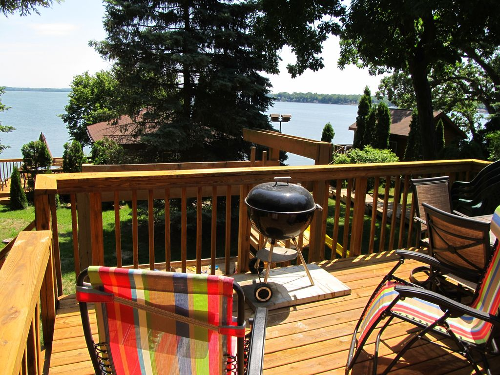 Madison stoughton 3 br 3 ba lake kegonsa vrbo for Madison cabin rentals