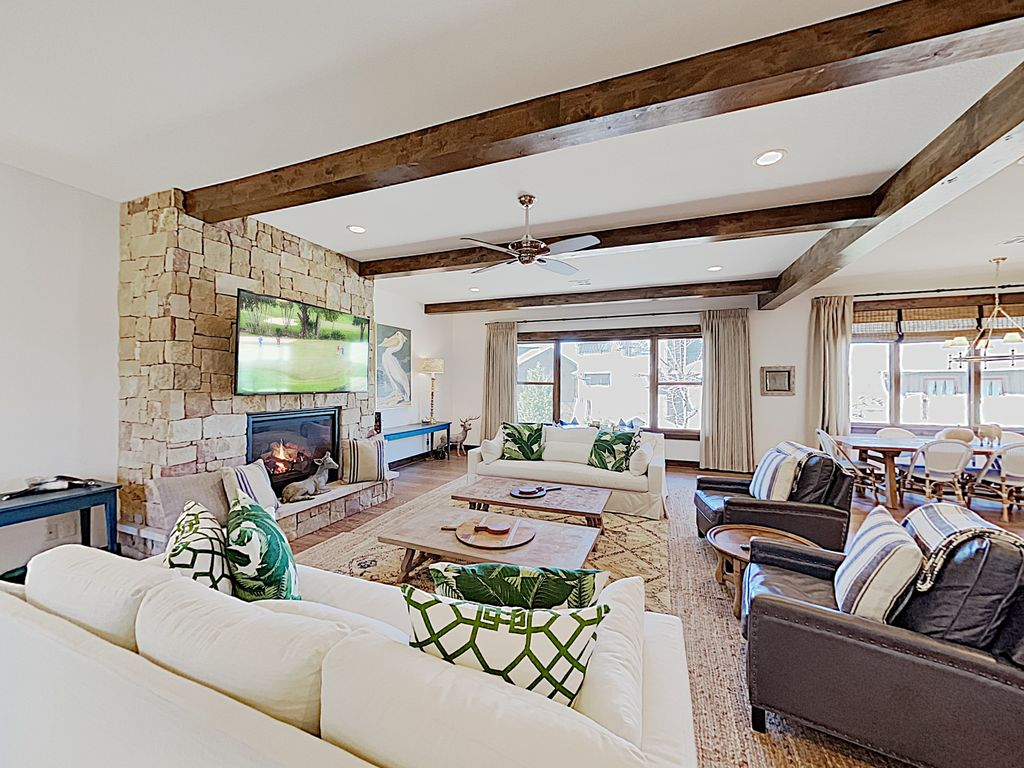 Expansive Reserve at Lake Travis Home with Lazy River Pool