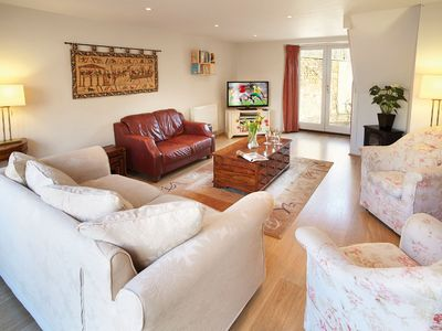 A three bedroom, period cottage for up to six guests in the village of Kingham, Oxfordshire.