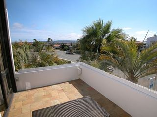 view terrace with frieplace and seating - Mission Bay house vacation rental photo