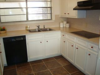 Horseshoe Bay townhome photo - Fully equipped kitchen with new appliances