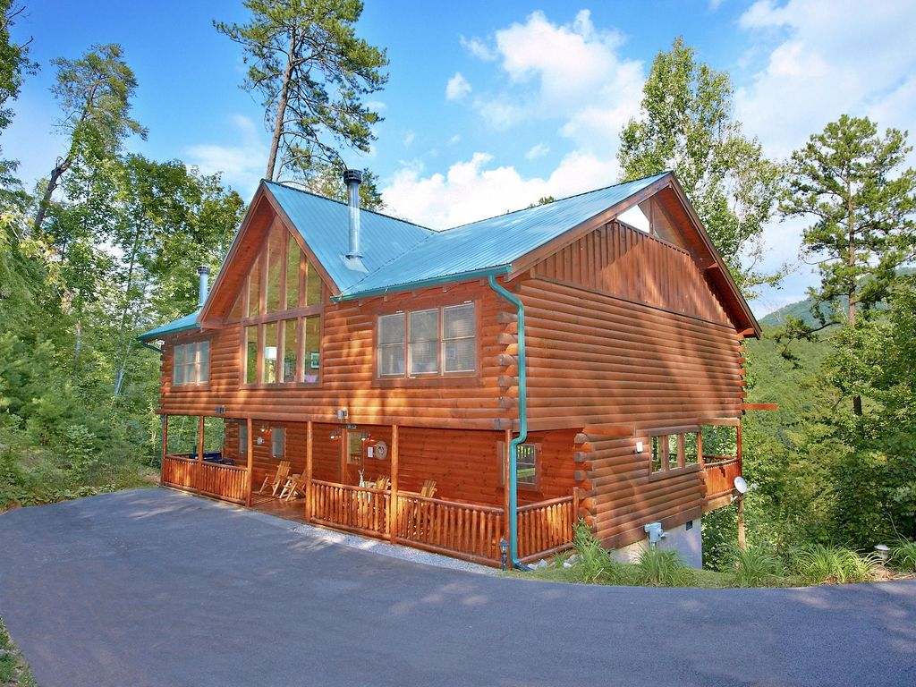 Southern elegance 70 5 bedroom log cabin vrbo for 5 bedroom log homes