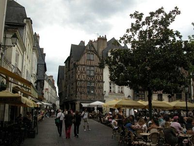 Place Plumereau (50m away from Les Carmes)