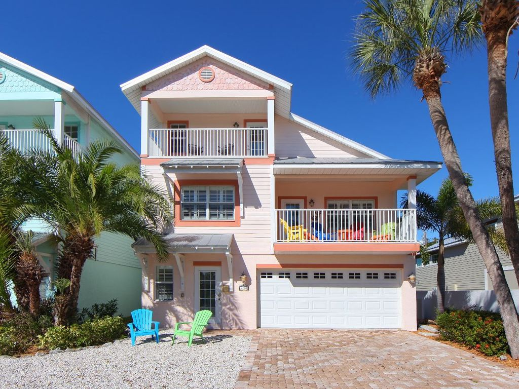 Luxury home pool 600ft from sandy gulf beach vrbo for Luxury house pool