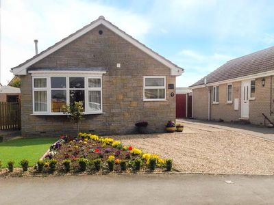THE HOLLIES, family friendly, with a garden in Pickering, Ref 916589
