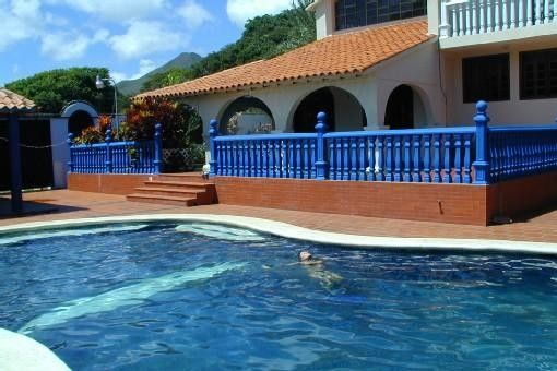On isla margarita pretty villa independent for 2 to 8 people