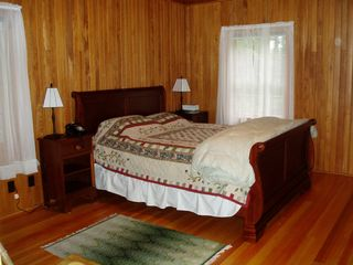 Seal Cove cottage photo - Master bedroom with brand new king mattress