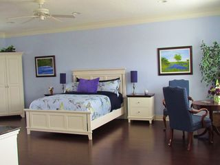 Downstairs bedroom with access to bathroom and pool and features private garden - Houston house vacation rental photo