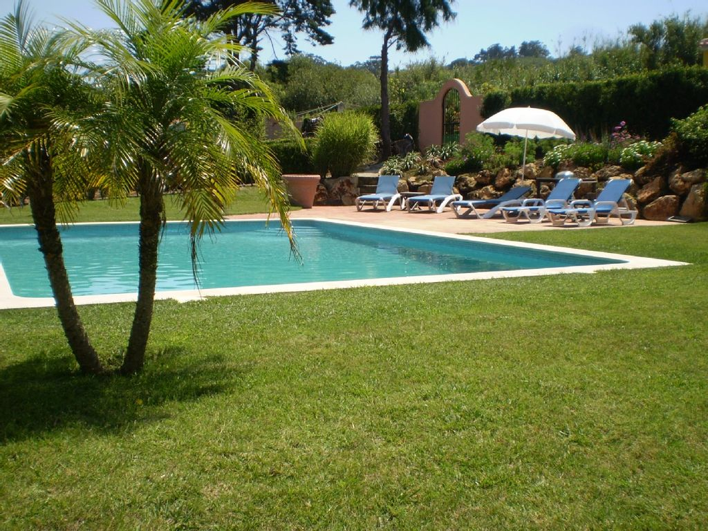 Villa apartment with swimming pool and garden near 82563 for Garden near pool