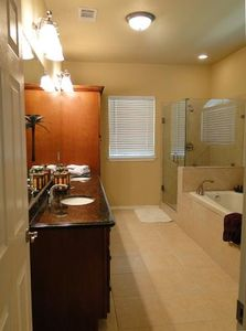 Arlington house rental - Master Bath
