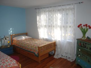 Chatham house photo - twin bedroom
