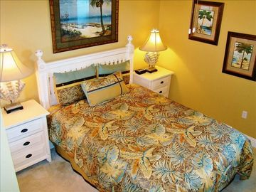 Guest Room with Queen Bed & Views of Lake Shelby