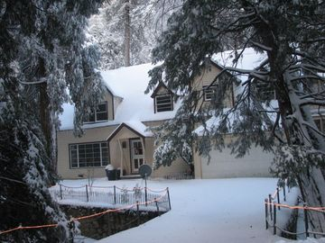 Lake Arrowhead cabin rental - Granny Gert's Cabin in Winter