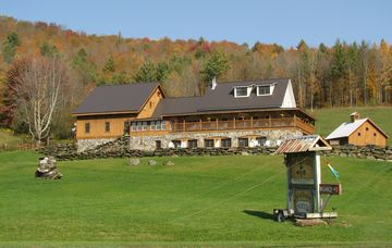 Front view of the Amee Farm Lodge in the Autumn.