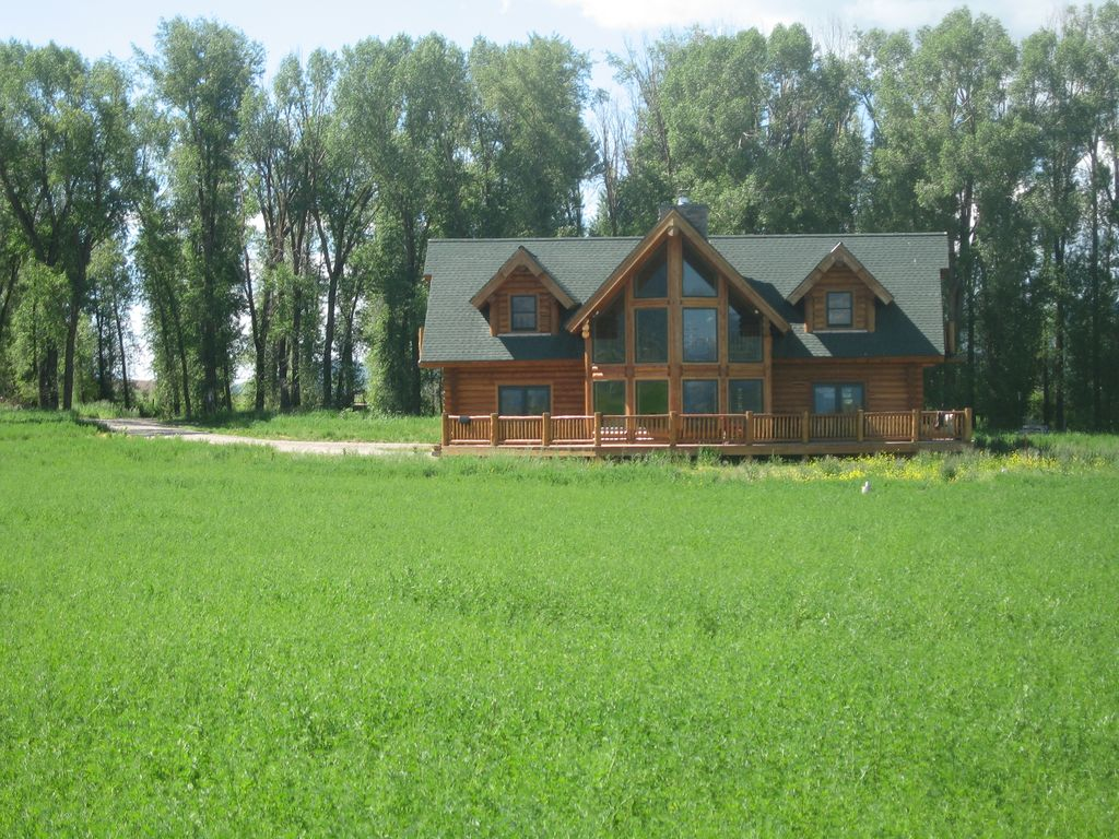 3 Bedroom Luxury Log Cabin In The Rocky Vrbo
