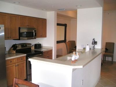 Heritage Bay condo rental - Large open concept modern kitchen