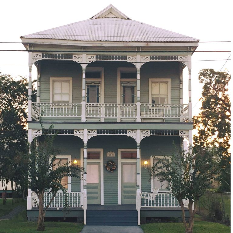 Charming Victorian in the Heart of Downtown New Iberia!