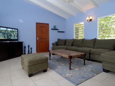 Bonaire villa rental - Living room with flatscreen T.V. DvD player, and wi-fi
