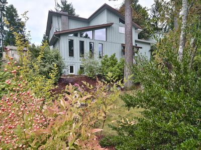 Westcoast style home in quiet Brentwood Bay, 2 blocks from the ocean.