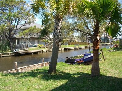 Beautiful waterfront canal that leads out to Gulf, great for fishing & jet ski