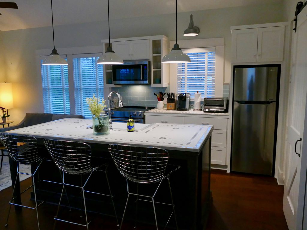 Charming New Apartment in Historic Aldridge Place – Blocks from UT and Downtown
