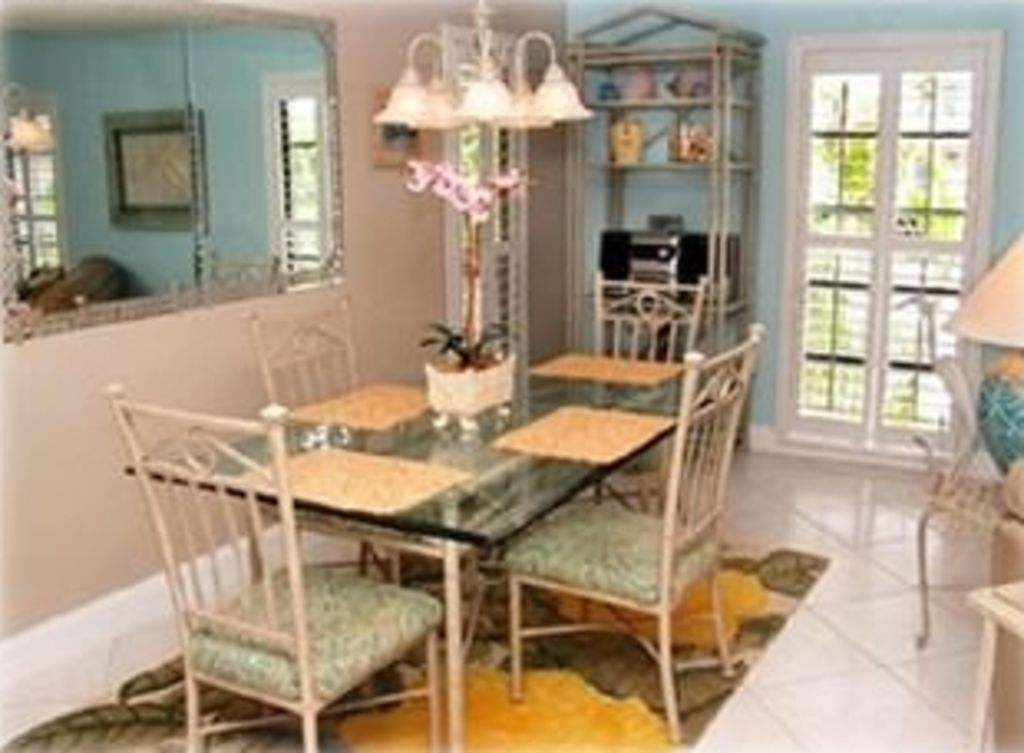 Dining Room w/Stereo Music