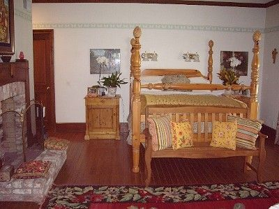 St Helena estate rental - Master bedroom with attached full bath and two walk-in closets