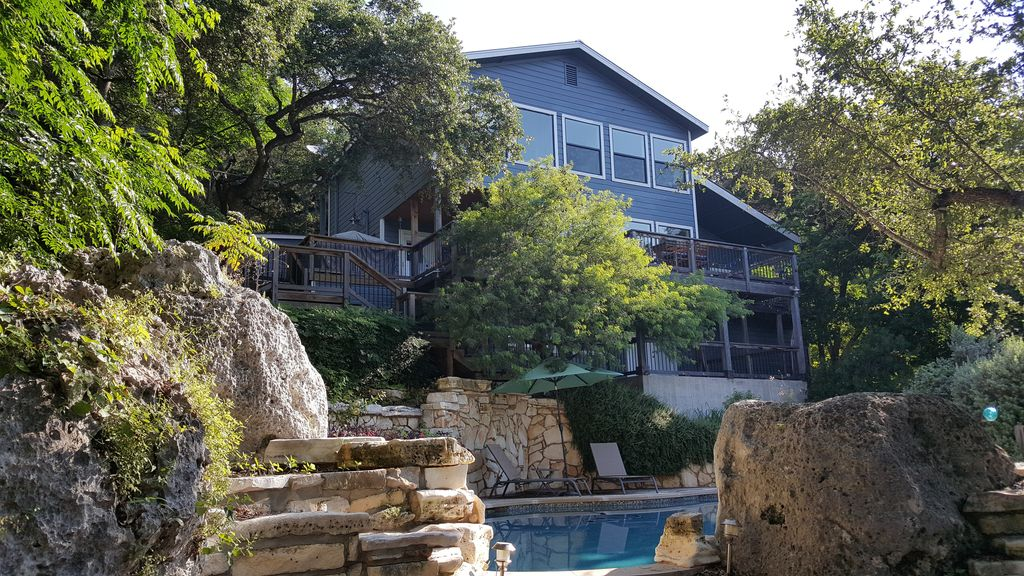 Little Lanai – Awesome Lake View – Pool, Hot Tub, Large Kitchen, Guest House!