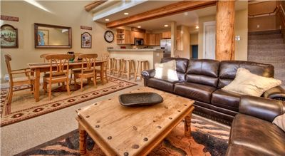 Leather sofas, rustic log accents, open to kitchen and dining - spotlessly clean