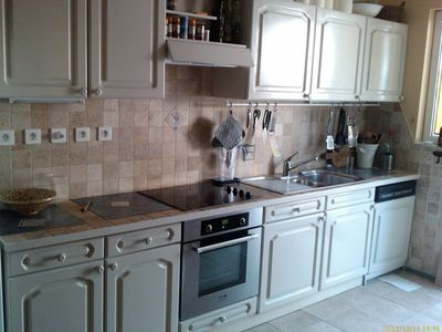 Fully equiped kitchen with stone tiles