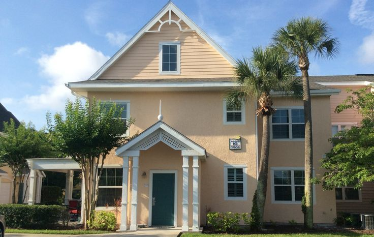 NEAR DISNEY condo for couples and small families, gated community, 2 pools