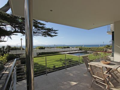 Luxurious, modern garden apartment directly on sea, 4 persons, 177m2