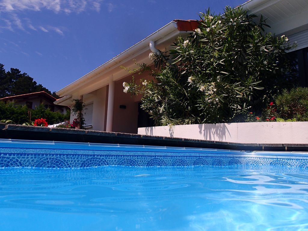 Peaceful house, with pool , Anglet
