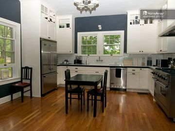 Chef's kitchen with professional grad Viking stove w/ warming oven, oak floors