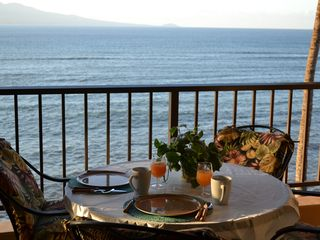 Maalaea condo photo - What a view for breakfast!