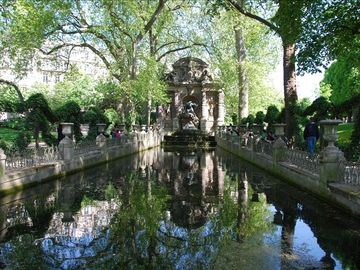 LUXEMBOURG PARK - 4 MNS FROM THE APARTMENT- MEDICIS FONTAINE 17 CENTURY