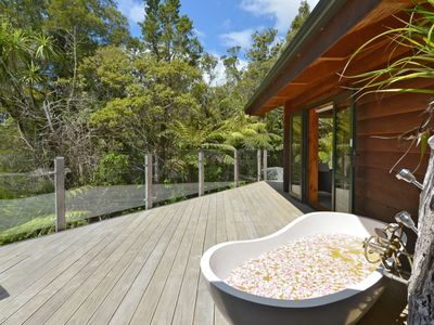 Northland's Romantic Wilderness Retreat