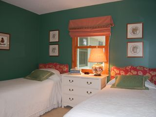 Lake Gaston house photo - green room - with 2 single beds