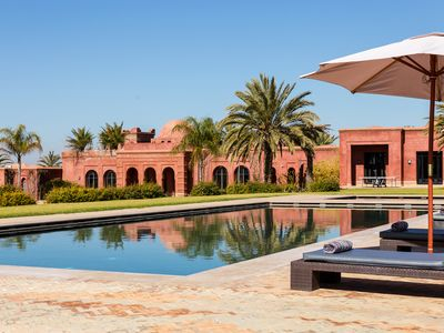 8 bedroom jouse with tennis court and pool close to Marrakesh for 23 people