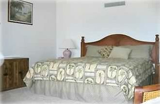 Master Bedroom-great mattress and high thread count linens
