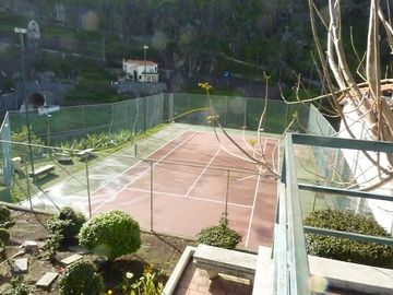 Tennis Court nearby