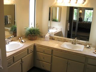 La Quinta condo photo - Dual Vanities in Master Bath
