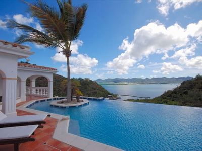 Breathtaking views of Simpson Bay, Marigot harbour and the Caribbean Ocean!