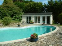 Detached Cottage In A Beautiful Setting With A Private Outdoor Pool